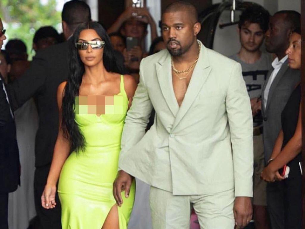 Kanye West Bagikan Sneakers Yeezy Rp 3,3 Juta ke Anak Yatim Piatu di Uganda