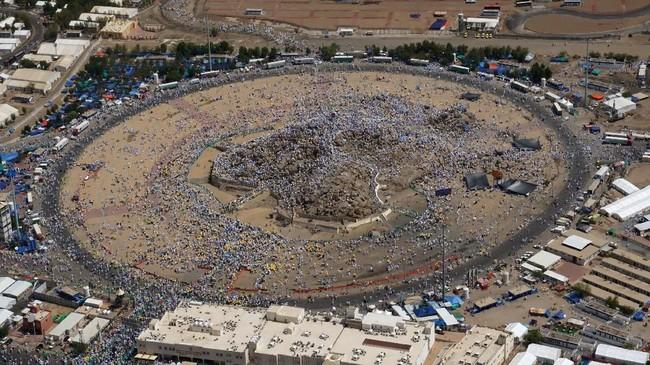 FOTO:  Berserah Diri pada Allah dalam Wukuf di Arafah