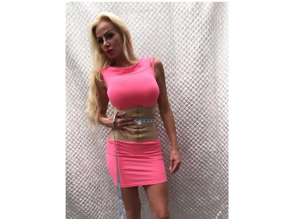 Wanita Barbie Ini Berkali-kali Oplas Tapi Belum Puas, Begini Penampilannya