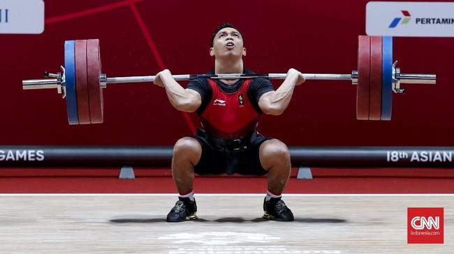 Eko Yuli Irawan kemudian melakukan angkatan clean and jerk seberat 170 kilogram di usaha angkatan kedua. (CNNIndonesia/Safir Makki)