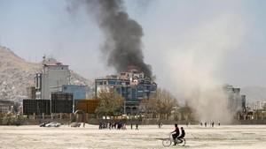 Pertempuran di Dekat Masjid Afghanistan, Roket Beterbangan