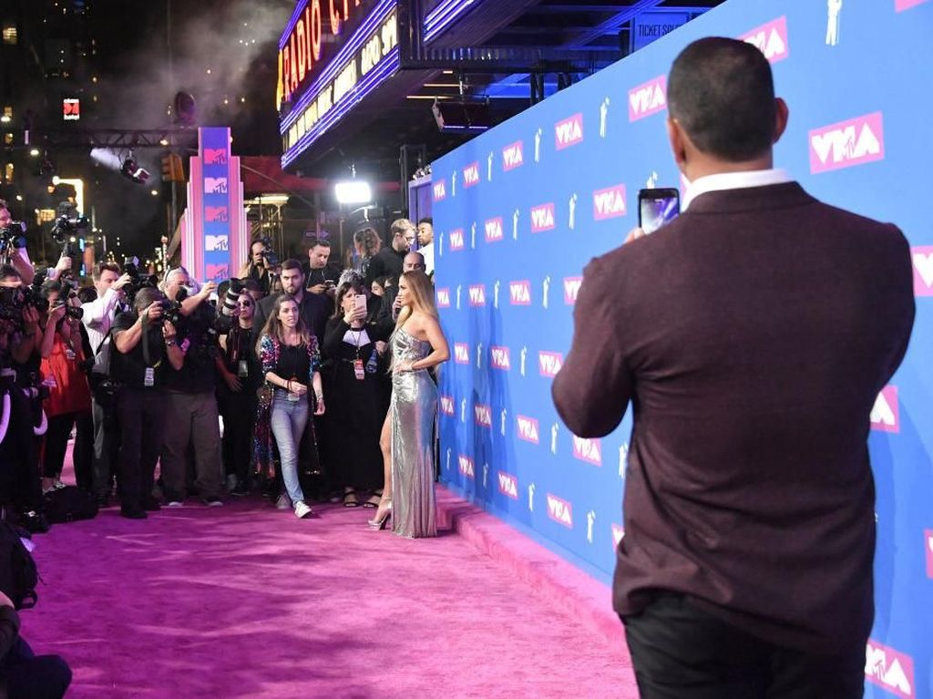Foto Kocak Tapi Romantis, Saat Alex Rodriguez Jadi Pacar Instagram J-Lo