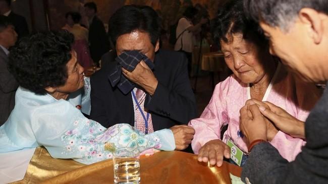Rasa sakit yang ditimbulkan dari keluarga yang terpisah akibat Perang Korea merupakan salah satu warisan yang paling menyakitkan sejak 68 tahun lalu perang dimulai. (Yonhap via REUTERS)