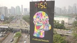 Greenpeace Pasang Baliho Raksasa soal Udara Buruk Jakarta