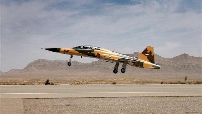 Iran Pamer Jet Tempur Produksi Dalam Negeri Perdana