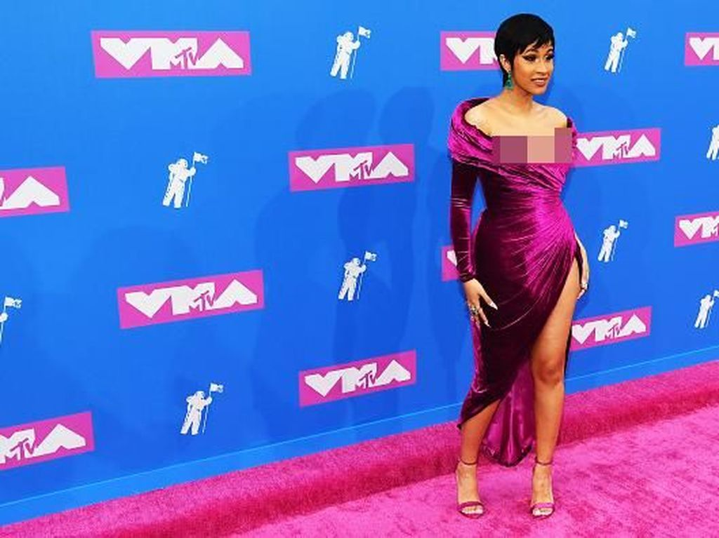 Nicki Minaj Hingga Cardi B, 9 Tampilan Terseksi di Red Carpet MTV VMAs 2018