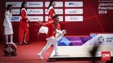 Lifter Indonesia Eko Yuli Irawan merayakan sukses meraih emas kelas 62 kilogram putra di Asian Games 2018. Eko Yuli mempersembahkan emas kelima Indonesia di Asian Games 2018. (CNNIndonesia/Safir Makki)