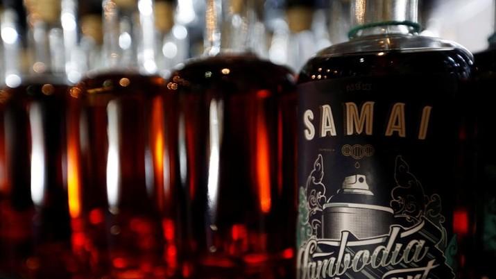 Direktorat Jenderal Bea dan Cukai Kementerian Keuangan buka suara mengenai keputusan untuk menaikkan tarif cukai alkohol tahun depan.