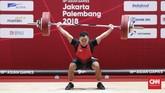 Lifter Indonesia Eko Yuli Irawan berhasil mencatatkan angkat snatch 141 kilogram pada pertandingan kelas 62 kilogram putra. (CNNIndonesia/Safir Makki)