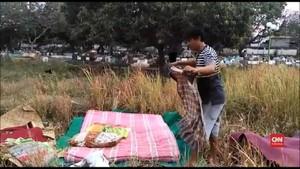 VIDEO: Pengungsi Gempa Lombok Tinggal di Kuburan