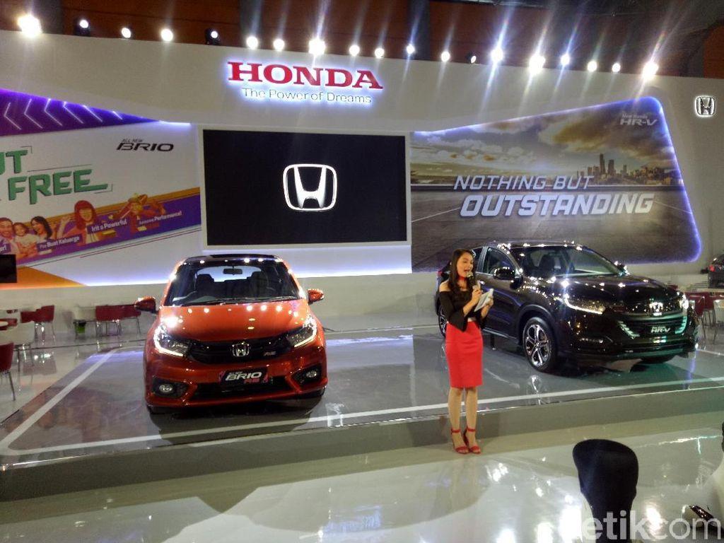 Sedangkan dari kategori kendaraan komersial, ada Mitsubishi Fuso yang siap memamerkan lini terbarunya. Masih ada Benelli, Honda, dan Mforce dari kategori sepeda motor dan industri pendukung yang akan meramaikan pameran otomotif terbesar di Sulawesi Selatan ini. Ibnu Munsir/Dok. Detikcom.