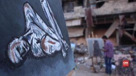 VIDEO: Melukis Derita di Tengah Reruntuhan Perang