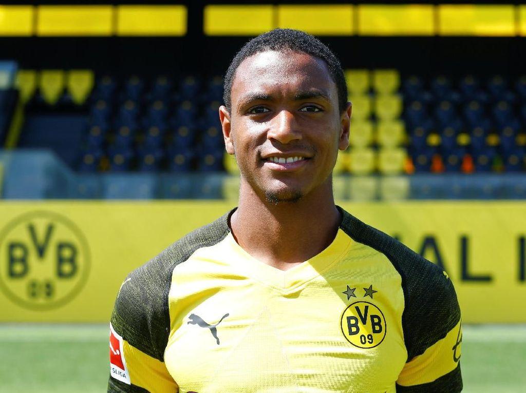 Borussia Dortmund mesti mengeluarkan 30 juta euro untuk menebus Abdou Diallo dari Mainz. Padahal nilai si pemain di kisaran 13,1 juta euro. Transfer Diallo ada di posisi tujuh. (Foto: Wolfgang Rattay/Reuters)