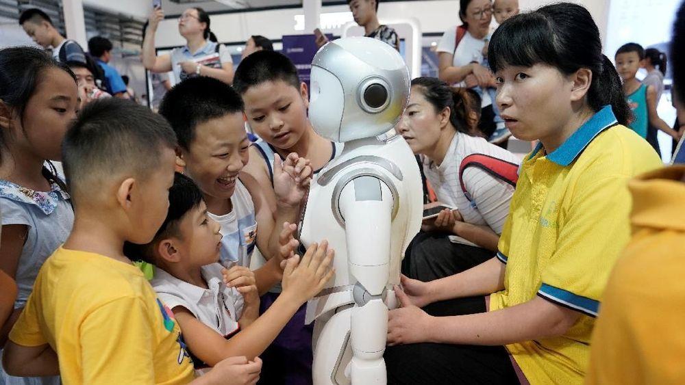 Tingkat pertumbuhan tahunan untuk produksi robot di China turun 35,1 persen pada bulan Mei menjadi hanya 6,3 persen pada bulan juli.