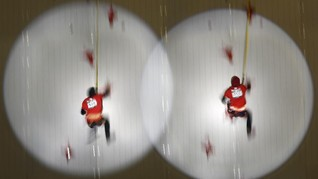 FOTO:Tangis Aries Susanti Pecah Usai Raih Emas Panjat Tebing