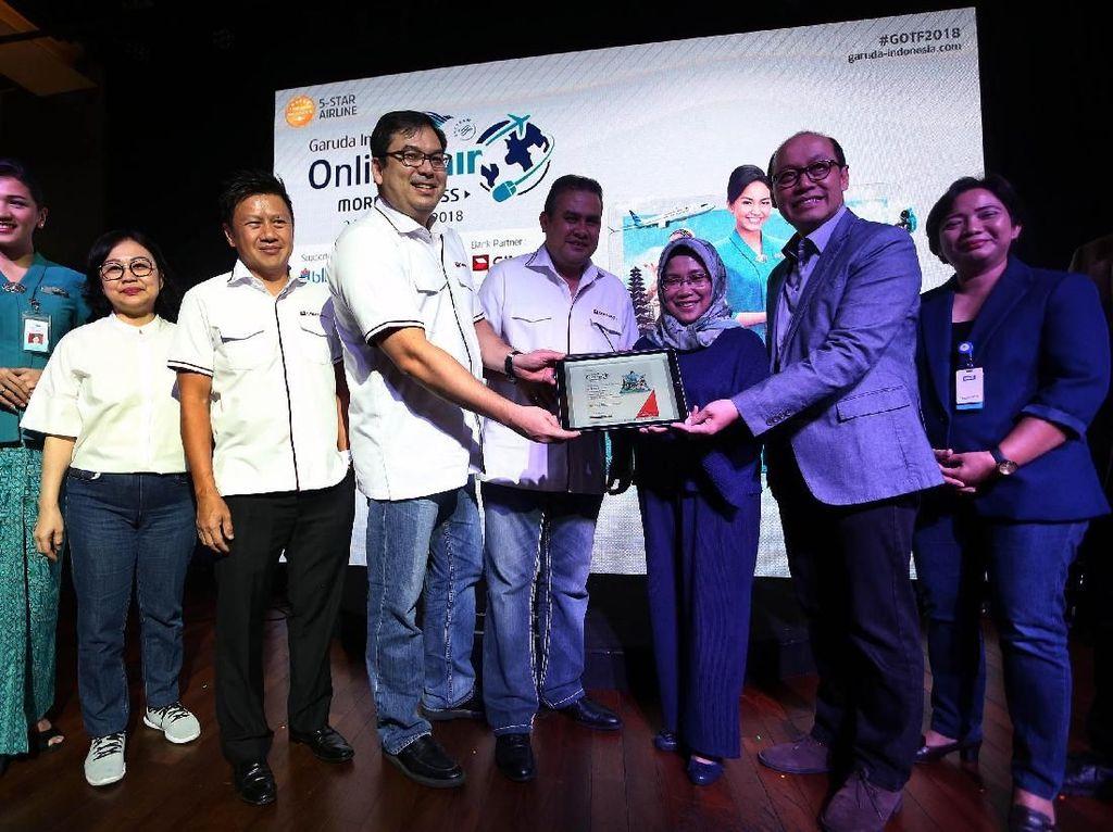 Peluncuran Garuda Online Travel Fair phase 2 dihadiri oleh Direktur Strategy and Finance CIMB Niaga Wan Razly, Direktur Syariah Banking CIMB Niaga Pandji P Djajanegara, Direktur Niaga Domestik Garuda Indonesia Nina Sulistyowati, dan Direktur Kargo dan Niaga Internasional Garuda Indonesia Sigit Muhartono. Istimewa/CIMB Niaga.