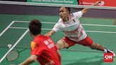 Pebulutangkis putra Indonesia Anthony Sinisuka memenangi gim pertama atas Shi Yuqi, 21-14, di partai tunggal pertama. Tetapi di laga tersebutAnthony akhirnya harus kalah 21-14, 21-23, dan 20-22 dari Shi Yuqi. (CNN Indonesia/Adhi Wicaksono)