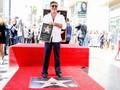 Simon Cowell Girang Dapat Bintang Hollywood Walk of Fame