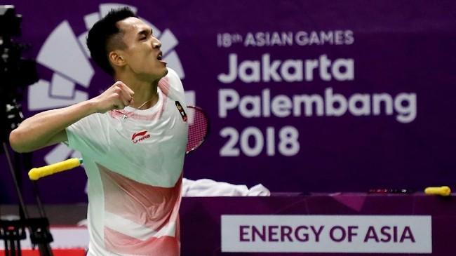 Jonatan Christie yang tampil di partai ketiga atau tunggal putra kedua juga kalah dalam permainan tiga gim melawan tunggal putra China, Chen Long, 21-19, 16-21, dan 18-21, sekaligus membuat Indonesia tertinggal 1-2.(ANTARA FOTO/INASGOC/Hadi Abdullah/tom/18)