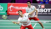 Ganda putra Indonesia Fajar Alfian (kiri) dan Muhammad Rian Ardianto (kanan) yang tampil di partai keempat juga kalah dari pasangan China,Zhang Nan/Liu Cheng. (FOTO/INASGOC/Nafielah Mahmudah/tom/18)
