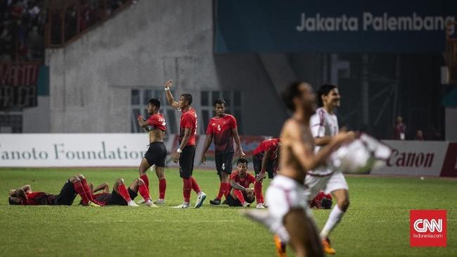 Pada Asian Games 2018, Timnas Indonesia U-23 hanya mampu menembus babak 16 besar. Evan Dimas Darmono dan kawan-kawan kalah adu penalti dari Uni Emirat Arab setelah bermain imbang selama 120 menit. (CNNIndonesia/Adhi Wicaksono)