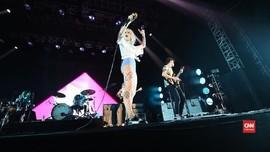 VIDEO: Paramore Gelar Dua Jam Konser