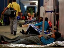 Warga Venezuela Tidur Beralaskan Kain Demi Kabur dari Krisis