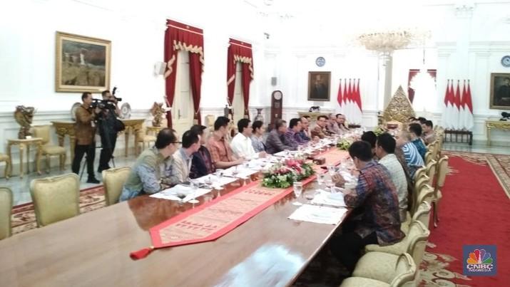 Presiden Joko Widodo (Jokowi) mengambil langkah strategis untuk menyelamatkan BPJS Kesehatan