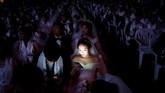 Upacara pernikahan massal ini diikuti dengan Hyojeong Holy Blessing Ceremony.(REUTERS/Kim Hong-Ji)