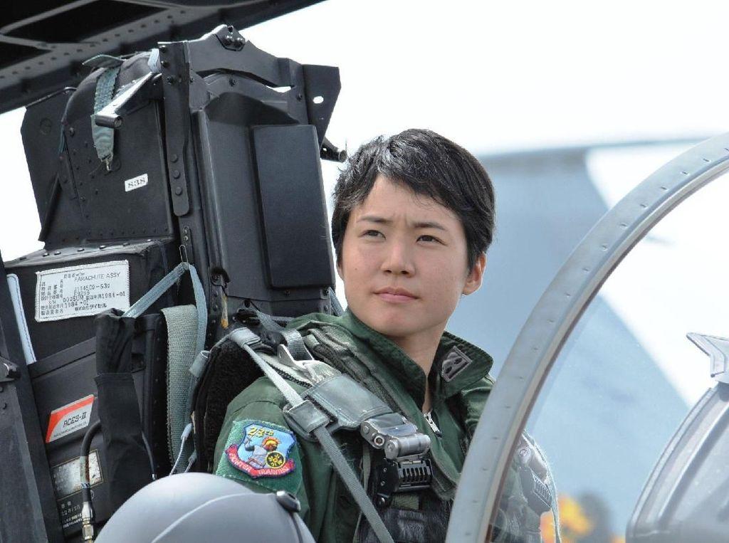 Keren, Ini Wanita Pertama yang Jadi Pilot Pesawat Tempur di Jepang
