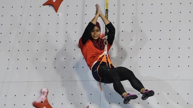 Puji Lestari menjadi salah satu atlet yang naik daun seiring keberhasilan panjat tebing menjadi penyumbang emas bagi kontingen Indonesia dalam Asian Games 2018. (ANTARA FOTO/INASGOC/Hendra Nurdiyansyah/nym/18)