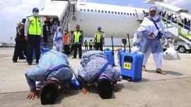 FOTO : Kloter Pertama Jemaah Haji Kembali dari Tanah Suci