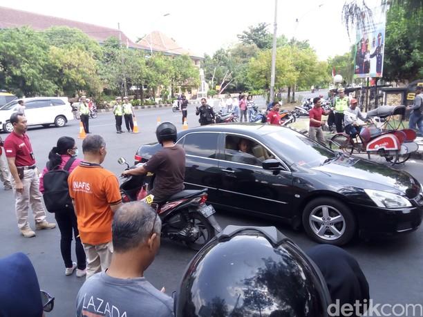 Adegan Rekonstruksi Iwan Adranacus Sengaja Tabrak Mati Pemotor