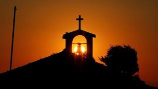 FOTO: Dentang Terakhir Bisnis Lonceng Gereja Yunani