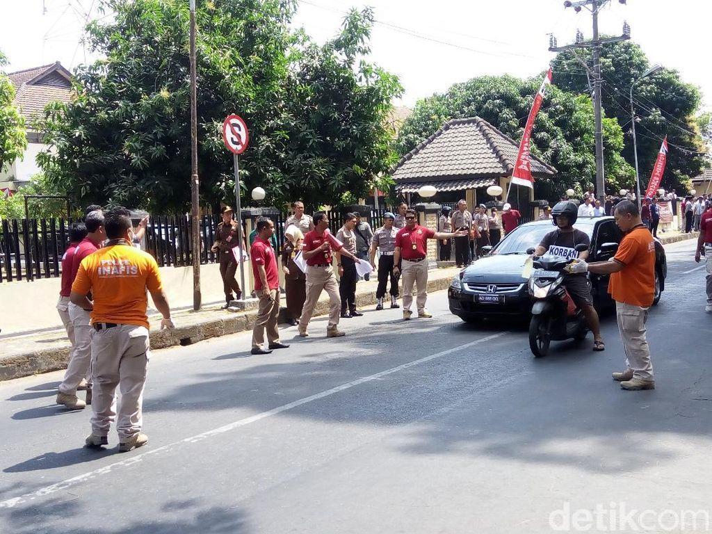 Polisi menggelar rekonstruksi pembunuhan Eko Prasetio oleh Iwan Adranacus. Rekonstruksi digelar menggunakan mobil Honda Accord, bukan Mercedes Benz. Foto: Bayu Ardi Isnanto/detikcom