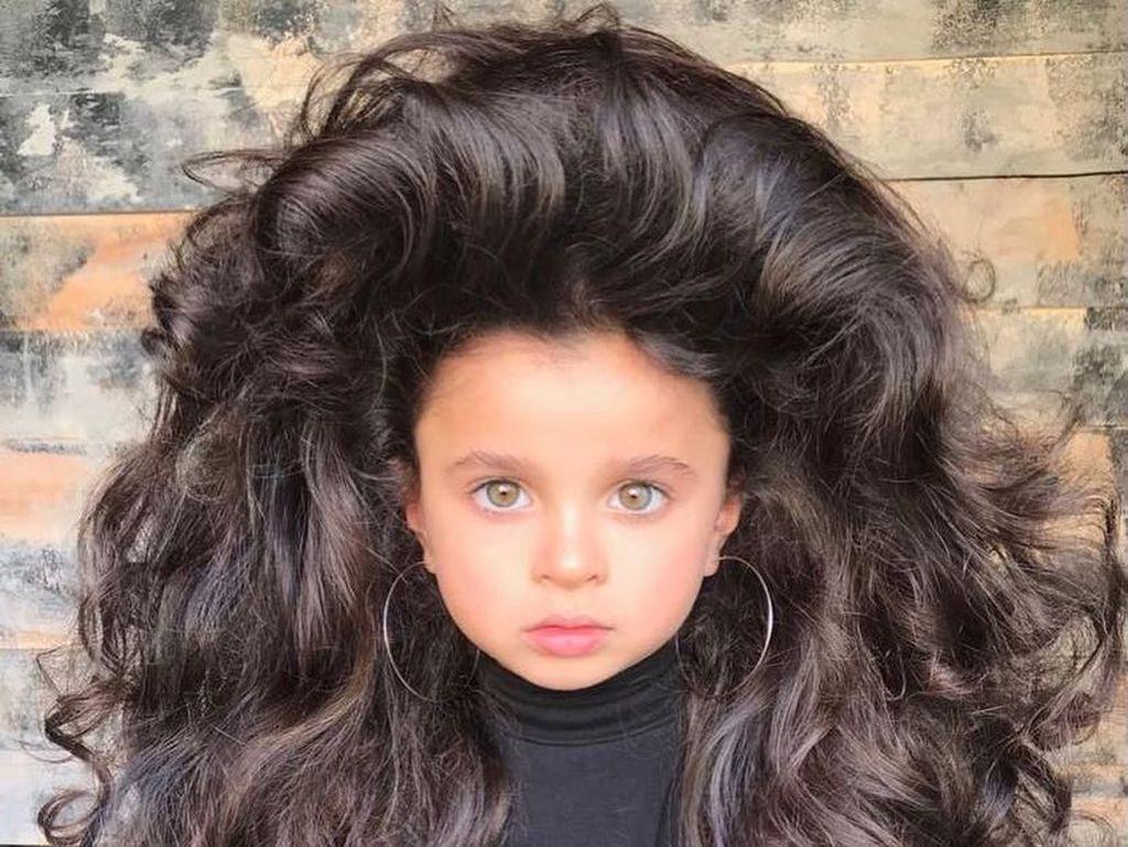 Usia Baru 5 Tahun, Rambut Tebal Gadis Cilik Ini Bikin Netizen Terkesima