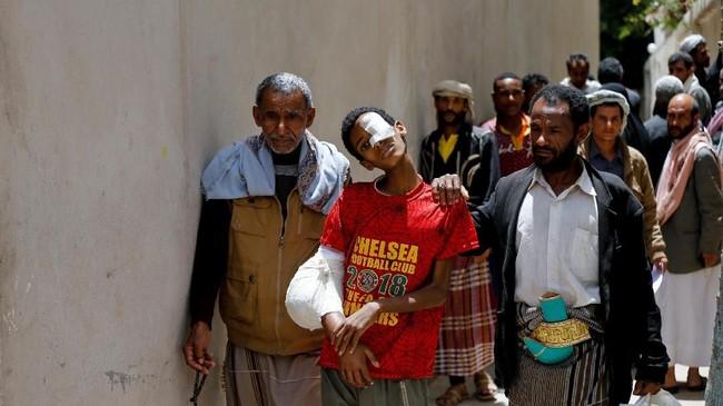 Tiga tahun didera perang, Yaman tak hanya bergelut membangkitkan kembali negaranya, tapi juga menyembuhkan puluhan ribu warga yang menderita kanker di tengah keterpurukan perekonomian. (Reuters/Khaled Abdullah)