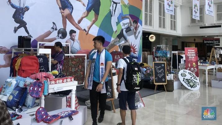Belanja Suvenir di Smesco, Turis China Bayar Pakai QR Code