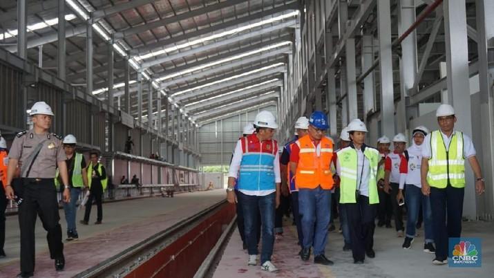 Warga Semarang patut berbangga. Pasalnya, Pemerintah Kota Semarang bakal merealisasikan pembangunan light rail transit (LRT) mulai tahun depan.