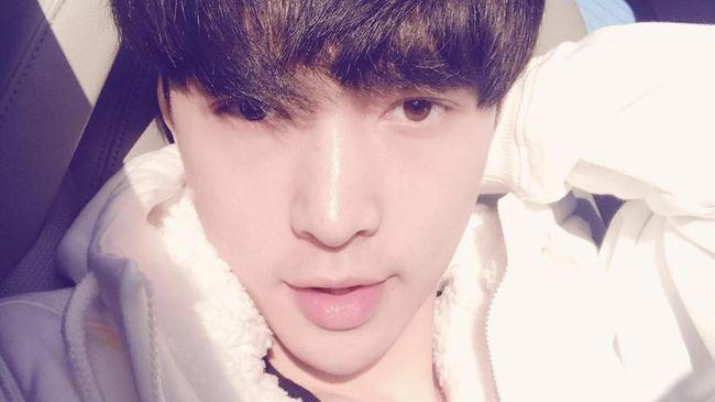 Salam Natal Hangat dari Lay 'EXO' untuk Penggemar