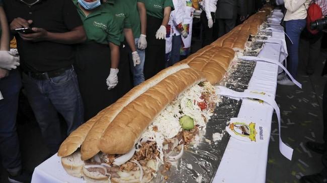 Setidaknya ada 100 orang koki dari Meksiko dan juga seluruh dunia yang ikut berpartisipasi.(REUTERS/Henry Romero)