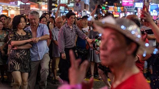 Paruh pertama tahun ini saja, sudah ada 320 aduan kebisingan. Sepanjang tahun lalu, polisi menerima 1.200 aduan yang sama. (AFP PHOTO / Philip FONG)