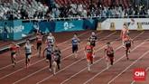 Fadlin memulai lomba sebagai pelari pertama diteruskan pada Lalu Muhammad Zohri yang tampil sebagai pelari kedua. Sejak awal lomba, Indonesia terlihat kompetitif dan bisa ada di rombongan depan. (CNN Indonesia/Andry Novelino)