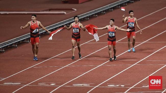 Sukses Tim Estafet Putra membuat Tim Atletik Indonesia menyumbang 2 perak dan 1 perunggu untuk kontingen Indonesia pada Asian Games kali ini.(CNN Indonesia/Andry Novelino)