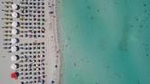 Turki memiliki garis pantai sepanjang 8.333 kilometer. Nyaris seluruhnya terlihat memiliki panorama pasir putih, air yang biru jernih, dan tentunya tidak ada sampah.