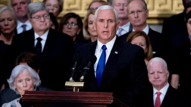 Meski Donald Trump tak hadir, namun wakilnya, Mike Pence datang memberikan pidato penghormatan dan menyebut bahwa sosok John McCain akan selalu dikenang secara terhormat. (Andrew Harnik/POOL Via REUTERS)