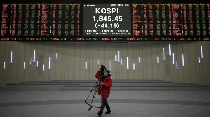 Seluruh bursa saham utama kawasan Asia kompak dibuka di zona merah pada perdagangan hari ini.