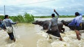 Sebelumnya, sebuah bendungan di Laos juga bocor, menyebabkan 27 orang tewas dan ribuan lainnya mengungsi. (AFP Photo/Thet Aung)