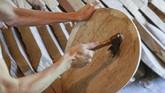 Selain kobza, musik dumas juga diiringi oleh bandura, alat musik petik yang mirip harpa.