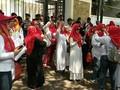 VIDEO: Emak-emak Militan Demo di KPU Tuntut Jokowi Mundur